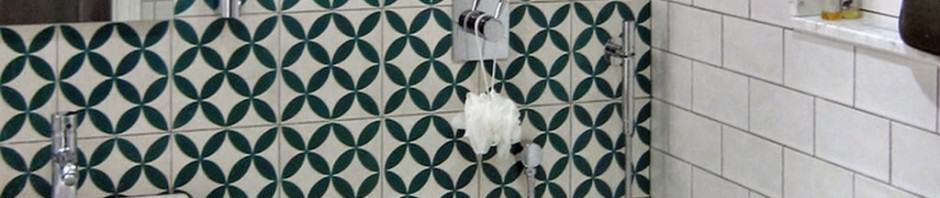 Płytki cementowe Kolory Maroka pod prysznicem