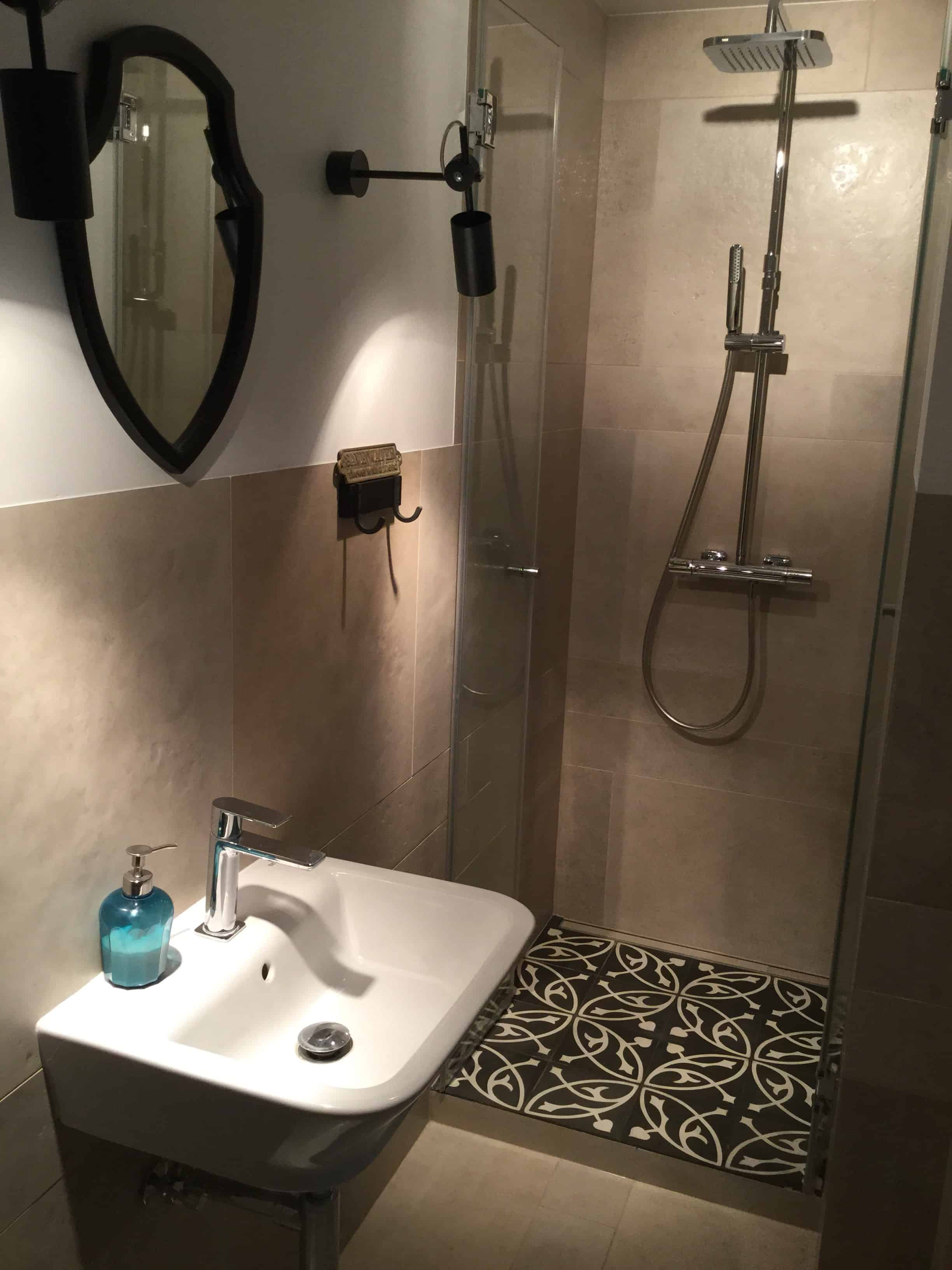 BART - płytki cementowe w toalecie