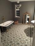 JUANITO - płytki cementowe w pokoju kąpielowym