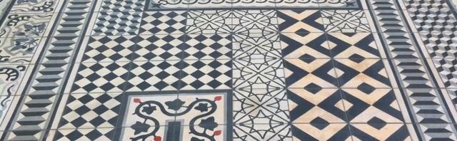 Lekcja komponowania nowoczesnych posadzek cementowych – Philippe Starck i hotel La Co(o)rniche