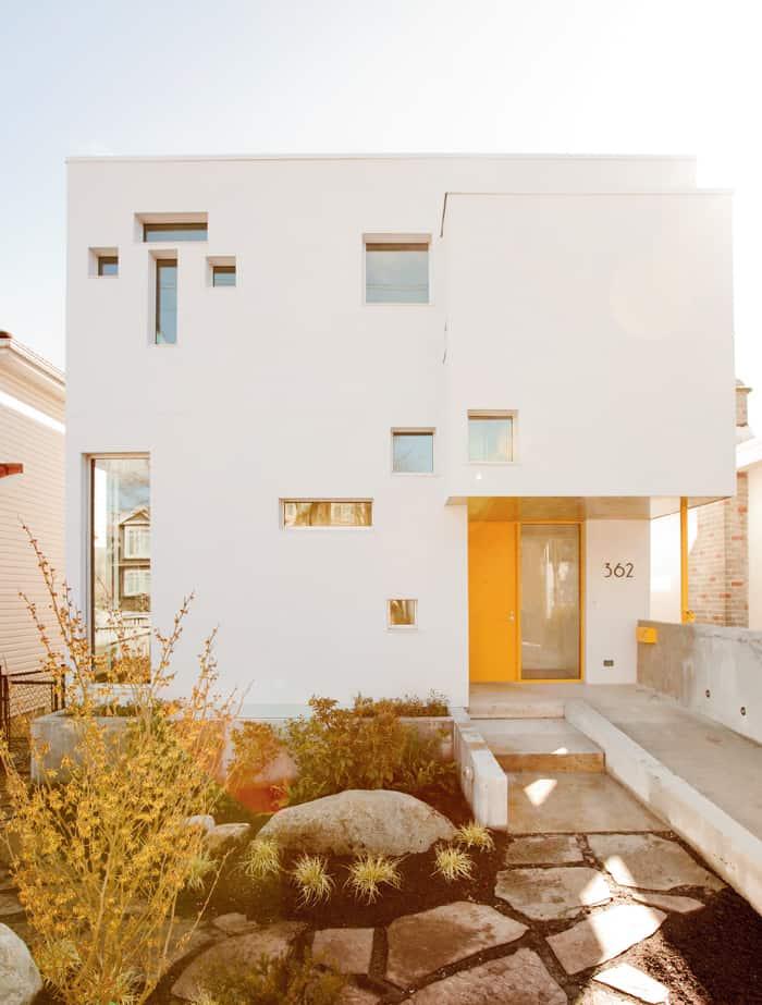 Fasada inspirowana ikoną modernizmu - kaplicą Ronchamp aurostwa Le Corbusiera