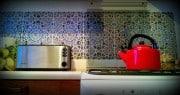 Marokańskie płytki ceramiczne MATTULLAH w warszawskim mieszkaniu, jak pocztówki z wakacji