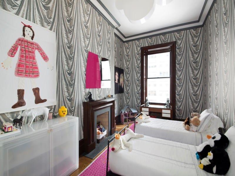 Dakota Apartments, Nowy Jork, mieszkanie urządzone na przełomie lat 70. i 80. XX. wieku, meble w stylu Vintage, salon oraz kuchnia wyłożone płytkami cementowymi 3D