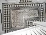 Posadzka dywanowa, składająca się z 12-tu wzorów płytek cementowych