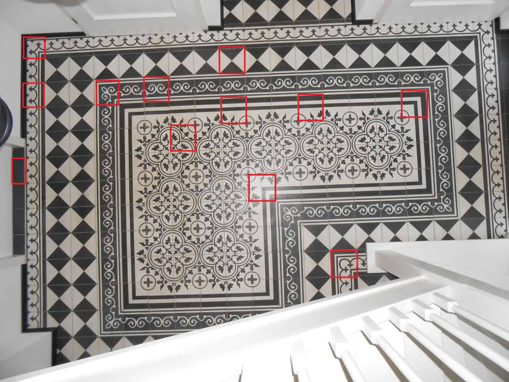 Posadzka dywanowa wraz z zaznaczonymi wzorami użytych płytek