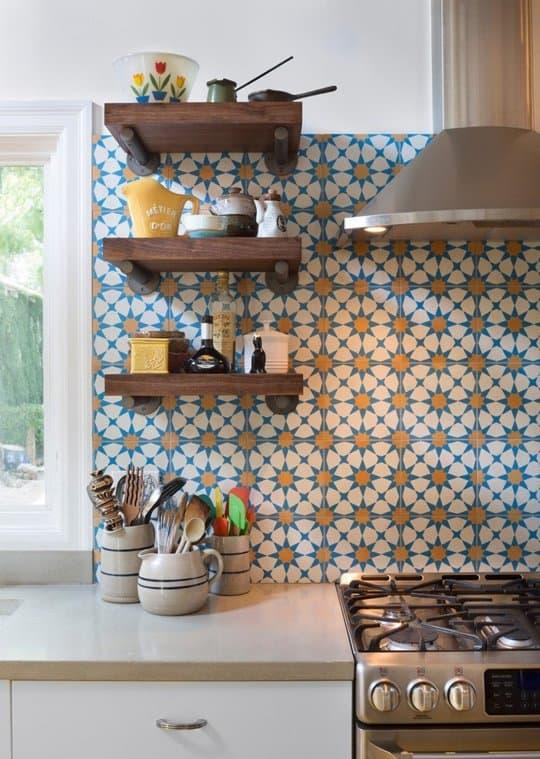 Marokańskie płytki cementowe w kuchni